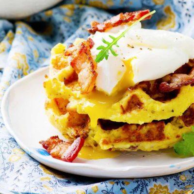Brokastu kēksiņi ar olu un bekonu