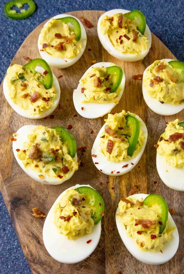 Olas pildītas ar bekonu un čedaras sieru
